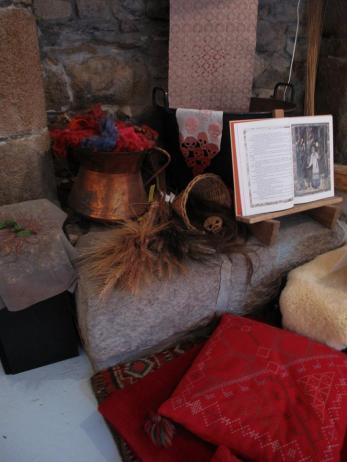 Exposition autour du conte de Babayaga à Traon Névez, Enora Rouillé et Alice Heit, été 2015